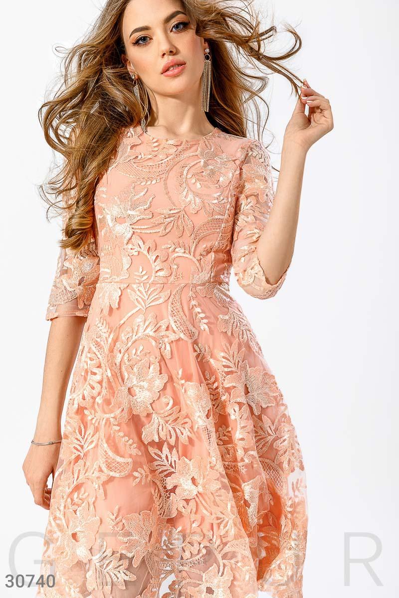 Вечернее платье с вышивкой коктейльное бежевое оранжевое короткое до коленки