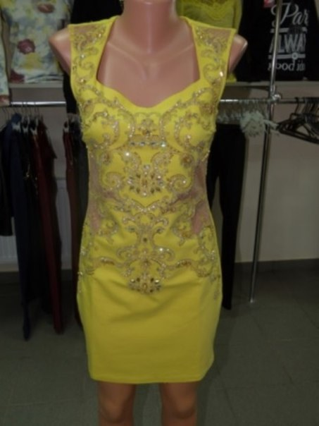 фото Желтое коктейльное платье с прозрачными вставками и вышивкой видео отзывы