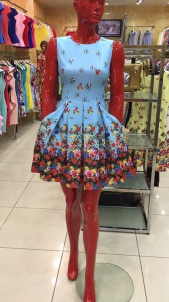 фото Легкое летнее платье в цветочный принт видео отзывы