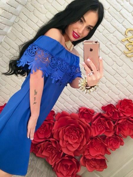 фото Летнее платье синего цвета с открытыми плечами видео отзывы